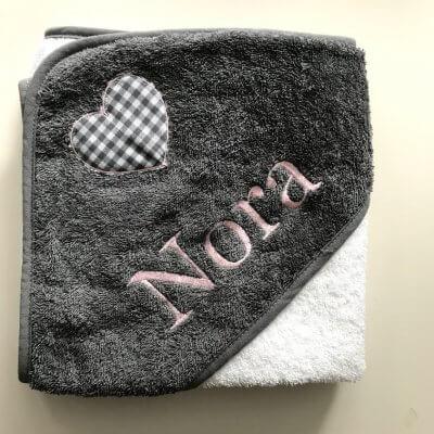 Baby badcape met naam en hart aqua, baby, cape, grijs, met naam, naam, omslagdoek, paars, roze, taupe, wit