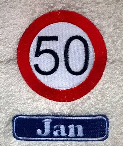 Handdoek met verkeersbord 50 50 jaar, abraham, badtextiel, handdoek, handdoek met naam, jubileum, naam, stopbord