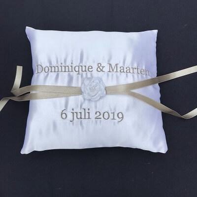Ringkussen gekleurd lint en roos bruidskussen, met naam en datum, ringkussen, trouwkussens