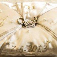 Ringkussen namen datum roosje en parels bruidskussen, met naam en datum, ringkussen, trouwkussens